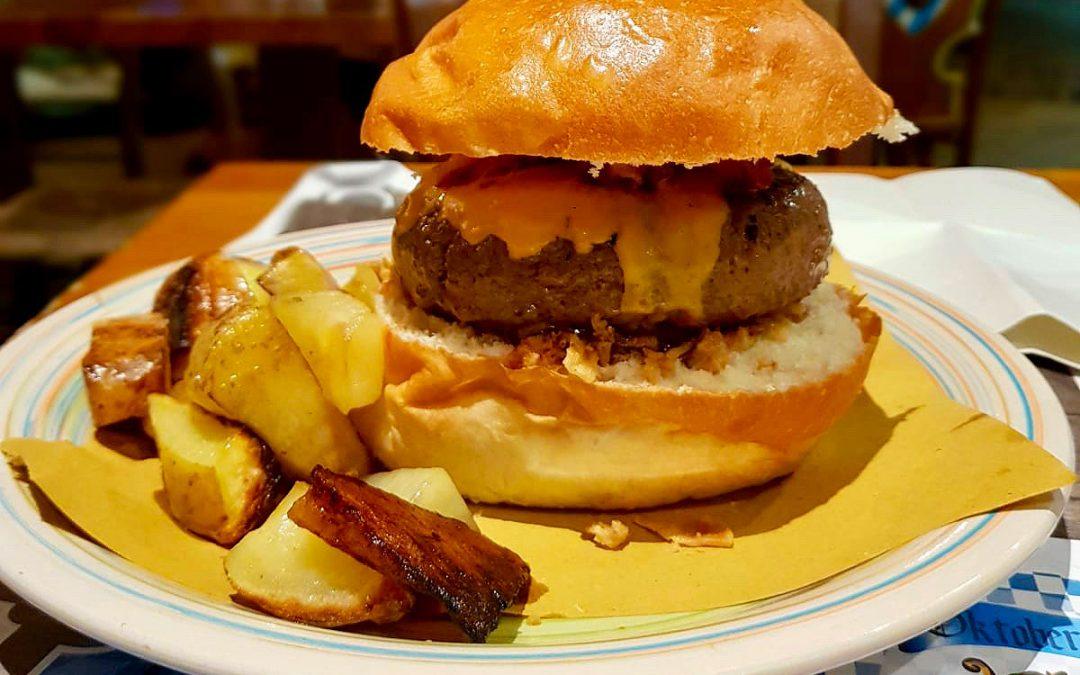 Alla ricerca dell'hamburger perfetto: Oktoberfest Pub di Bari